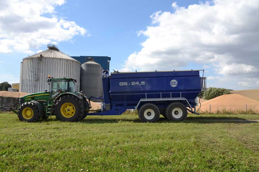 grain cart gs-24,5 at grain storage
