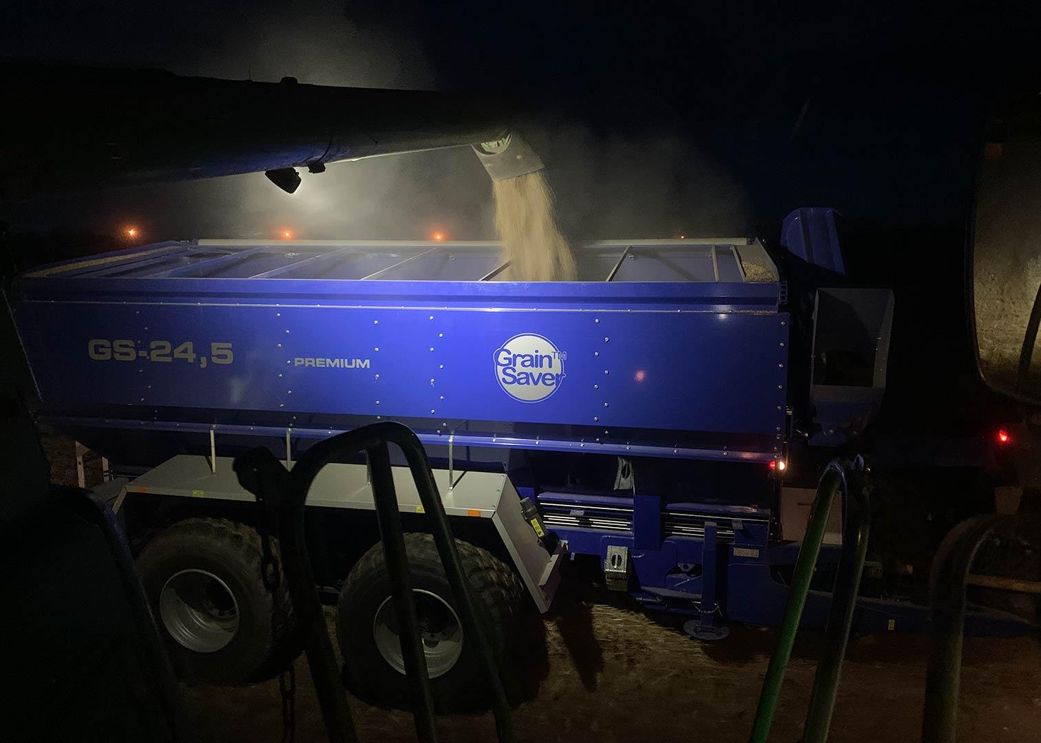 Skörd nattetid med GS-24.5 överlastningsvagn