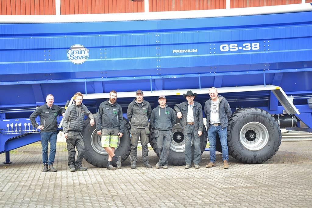 farmmac team with gs-38 grain cart