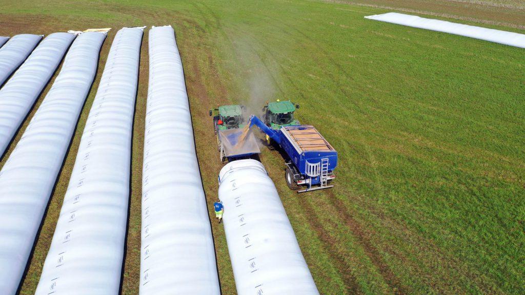 bagging grain with gs bagger and gs-24 grain cart