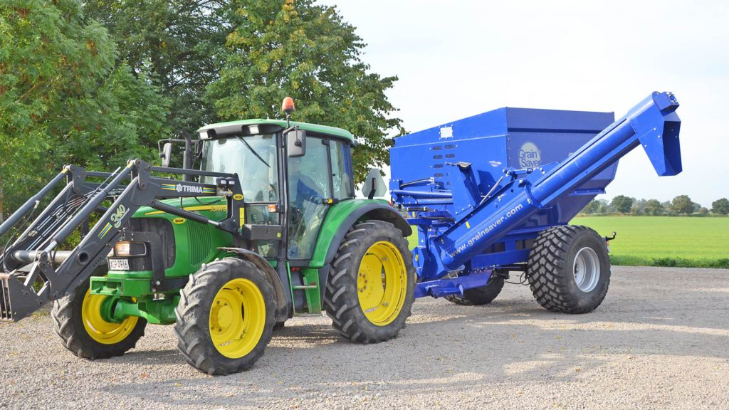 gs-12 grain cart with lowered auger