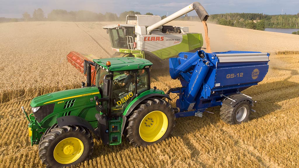 gs-12 grain cart with claas harvester