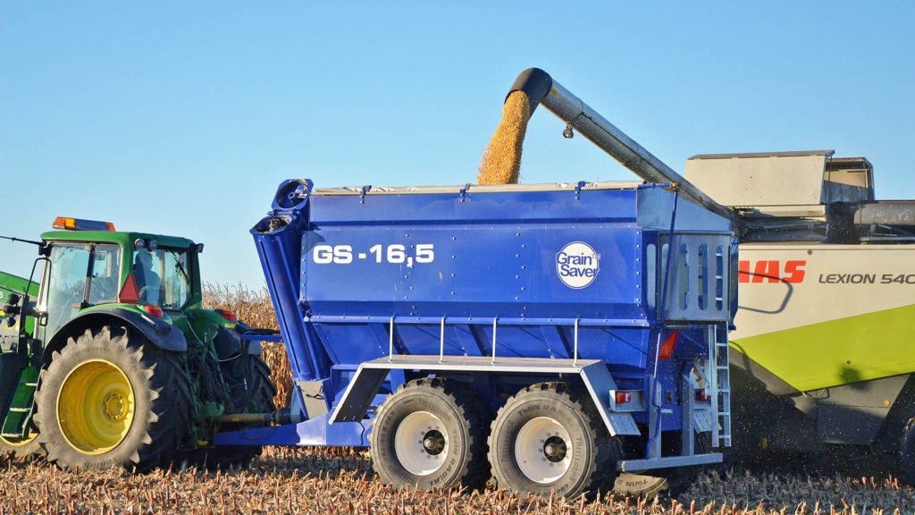 gs-16 grain cart with harvester