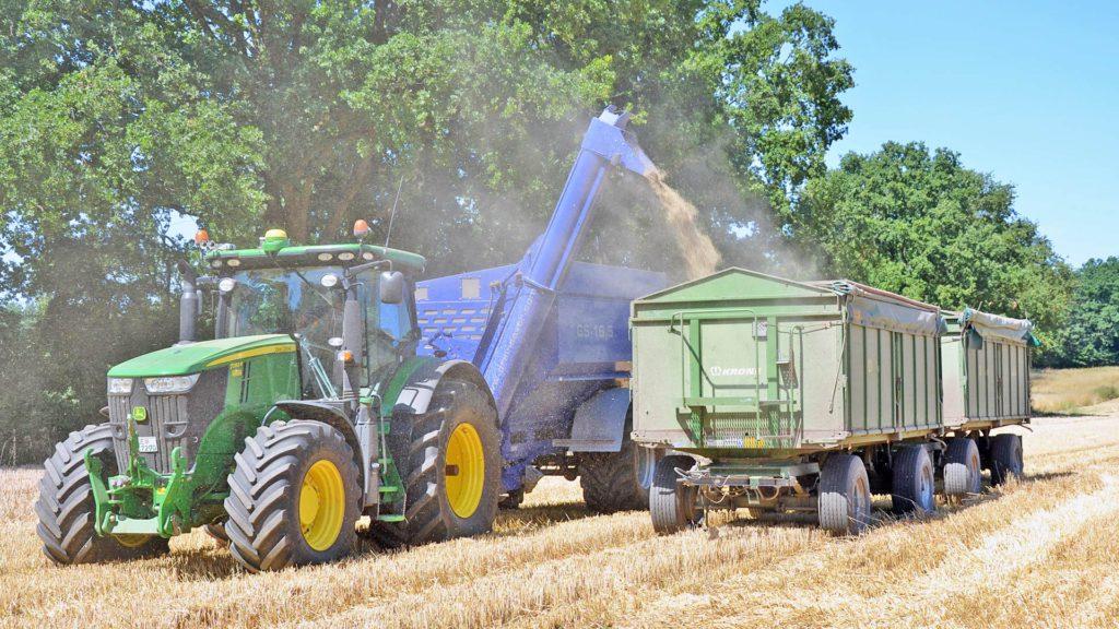 gs-16 grain cart offloading