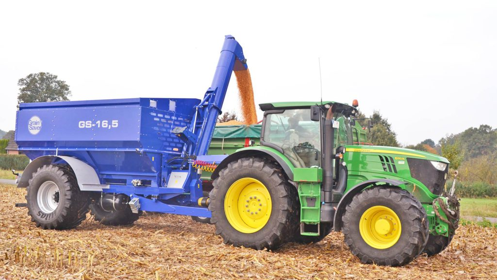 gs-16 grain cart offloading with auger