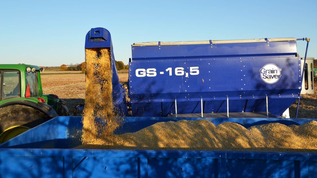offloading gs-16,5 grain cart