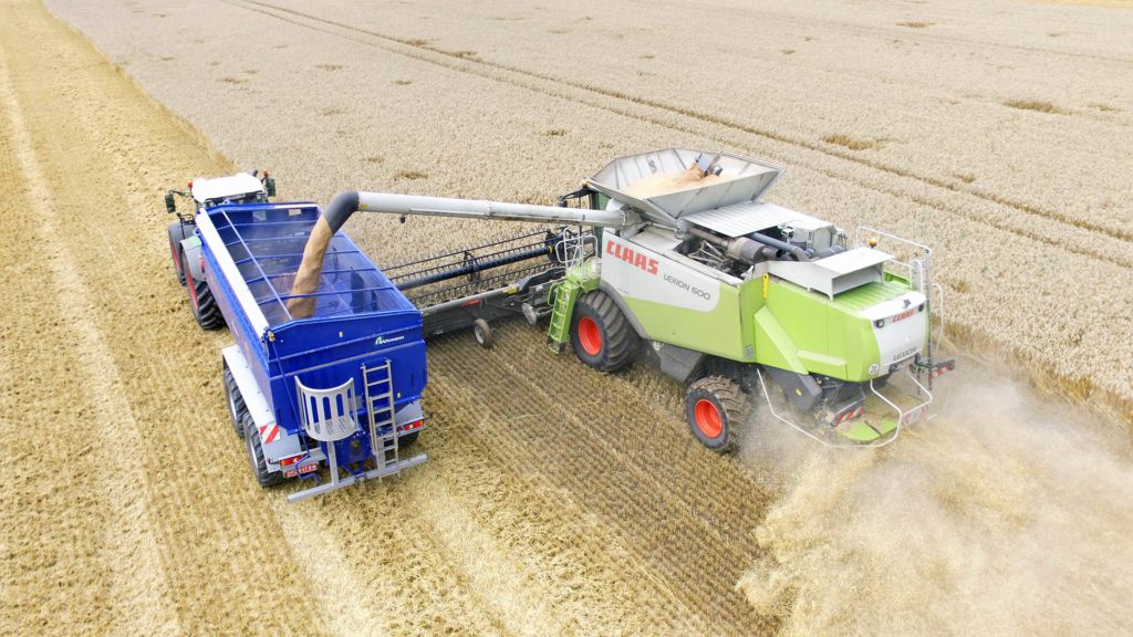 gs-24 chaser bin with claas harvester