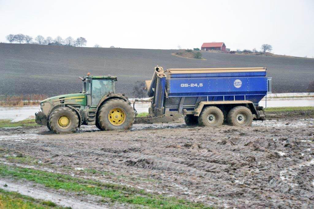 gs-24 grain cart in muddy field