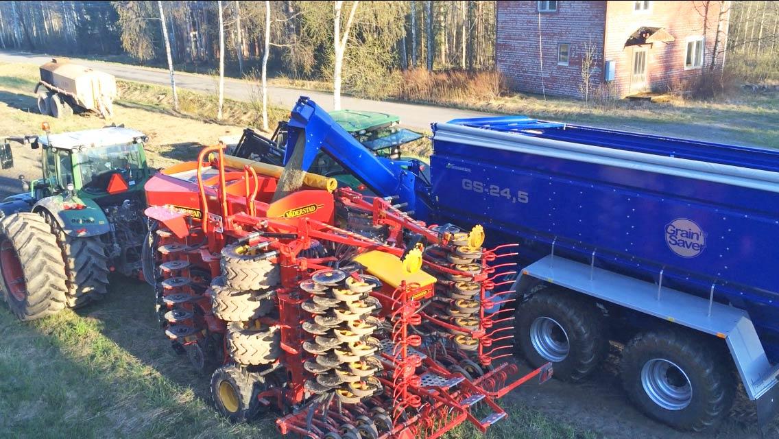 GS-24.5 överlastningsvagn fyller på såmaskin