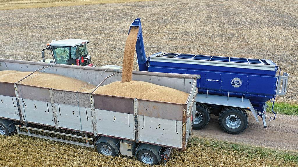 Överlastningsvagn GS-24.5 lastar över spannmål