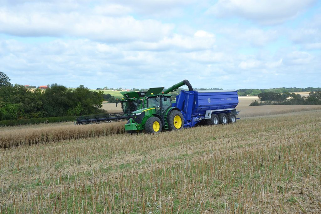 gs-38 grain cart with harvester